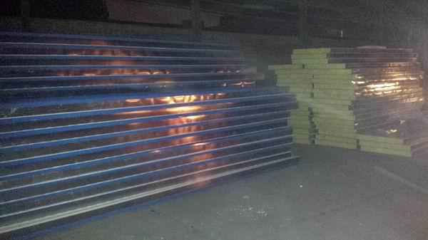 防火岩棉彩钢板岩棉复合彩钢板岩棉彩钢板厂家