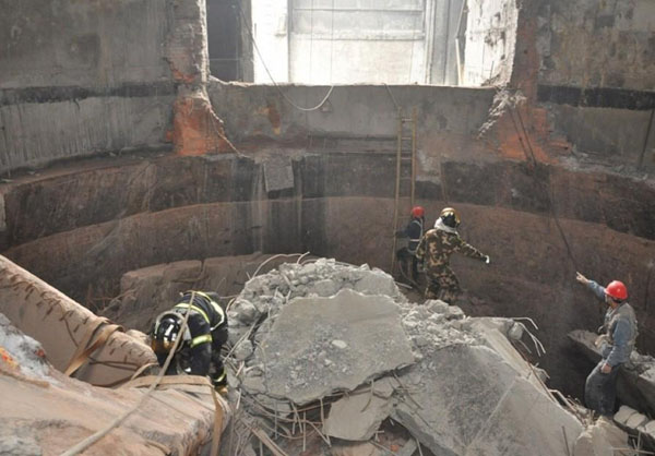 新闻:邢台拆除45米烟囱秒速赛车先进设备