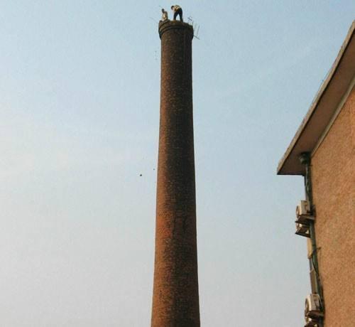 新闻:沧州60米水泥烟筒拆除公司办公快捷